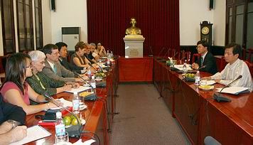 Kent Wong, center left, US labor delegation to Vietnam, Nov. 2008
