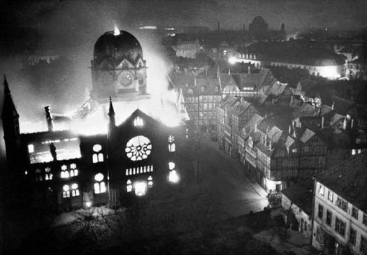 "A dark chapter in German history: In the Night of Broken Glass (otherwise known as ""Reichspogromnacht"" or ""Kristallnacht"" in German) in the night from November 9 to November 10, 1938, synagogues all over Germany were set ablaze. Photo: welt.de"