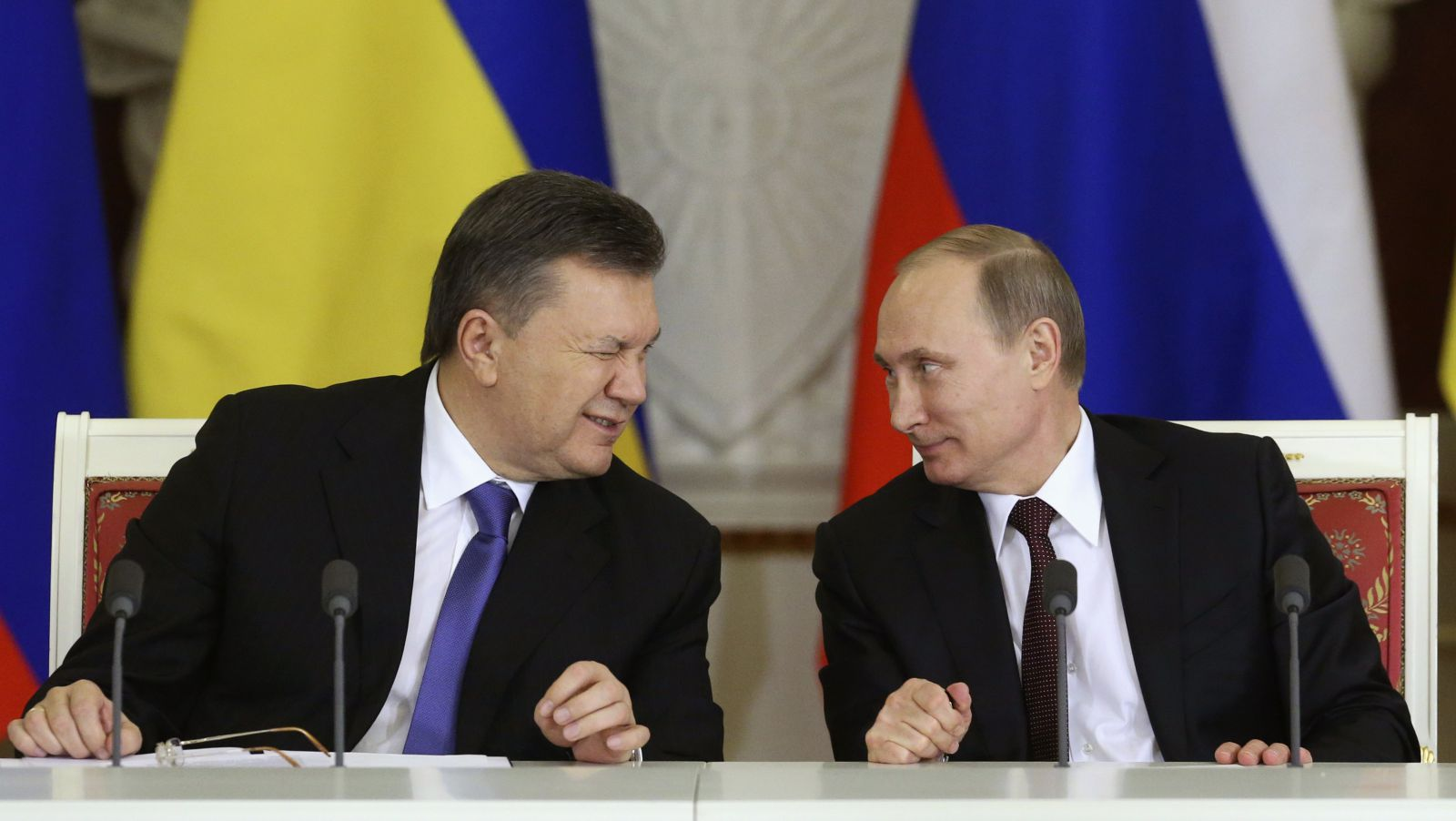 Putin with Yanukovich1