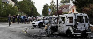 Both vehicles burned in Viry-Châtillon. The area, bordering the Grande Borne, a sensitive city of Grigny. © AFP / THOMAS SAMSON